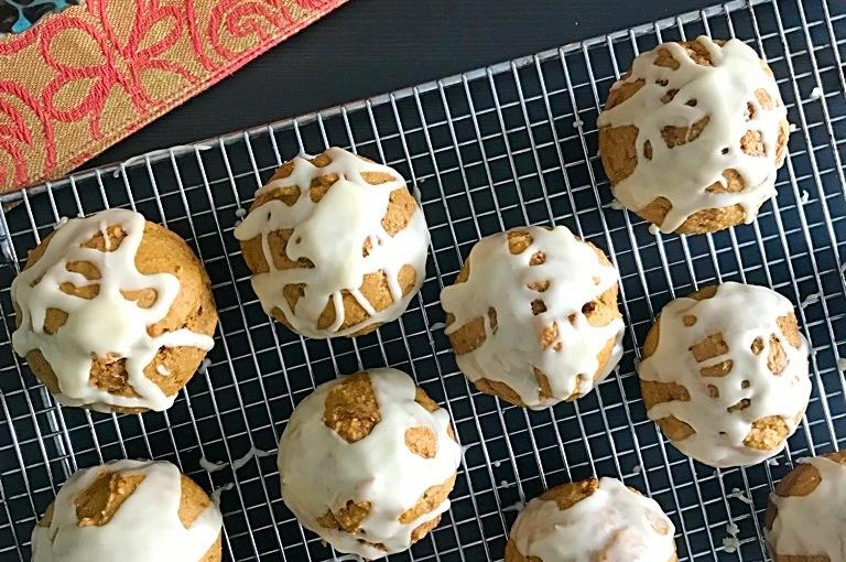 Pumpkin Spice Muffins with MapleGlaze